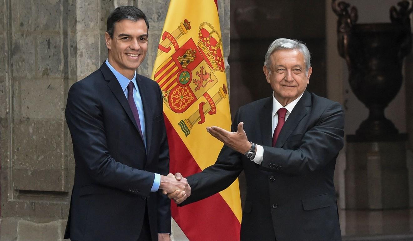 Tổng thống Mexico Andres Manuel Lopez Obrador (bên phải ảnh) đón Thủ tướng Tây Ban Nha Pedro Sanchez đến thăm thủ đô Mexico vào tháng 1 năm nay. Nguồn: AFP