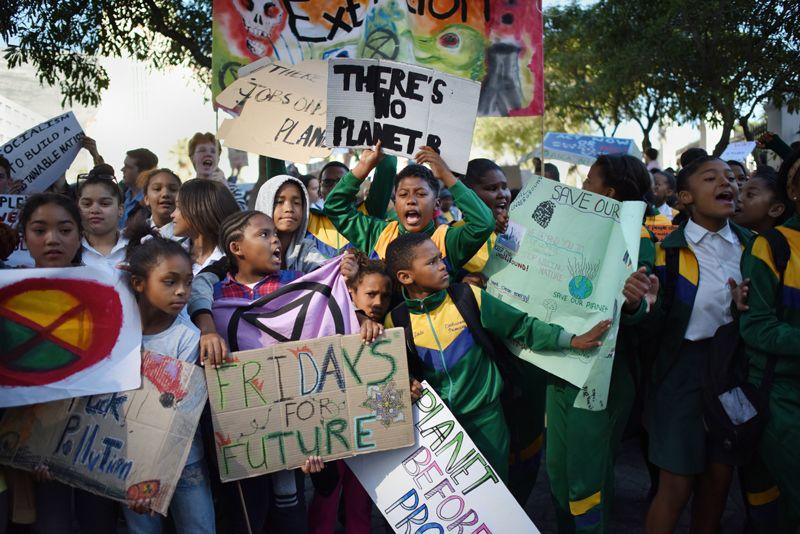 Những người biểu tình chống biến đổi khí hậu ở Cape Town, Nam Phi. Ảnh: Rodger Bosch.