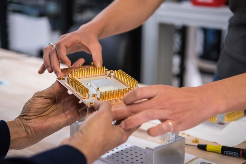 Bộ xử lý lượng tử Sycamore của Google. Ảnh: Reuters.