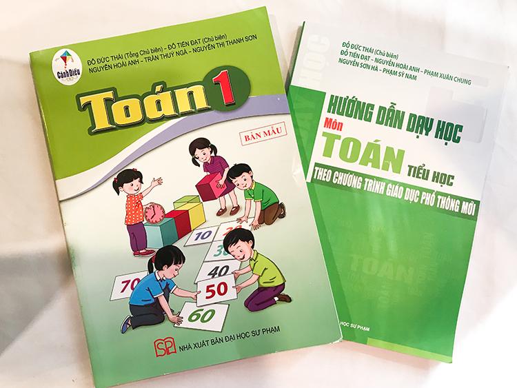 Sách giáo khoa Toán trong bộ 'Cánh diều' của hai nhà xuất bản thuộc Đại học Sư phạm Hà Nội và TP.HCM. Ảnh: D.T