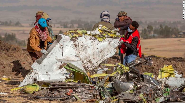 Xác máy bay Ethiopian Airlines Flight 302 hồi tháng 3/2019. Sau hai sự cố liên tiếp của máy bay Boeing trong vòng hơn 4 tháng, nhiều hãng hàng không đã dừng sử dụng các máy bay cùng loại.