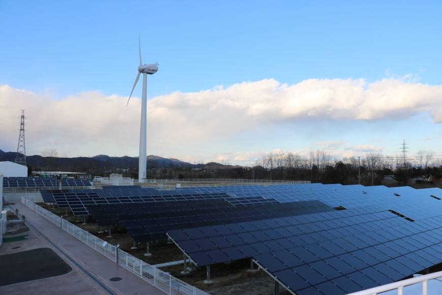 Chính quyền Fukushima hứa hẹn sẽ cung cấp điện 100 % bằng các nguồn năng lượng tái tạo. Ảnh: Japan Times.