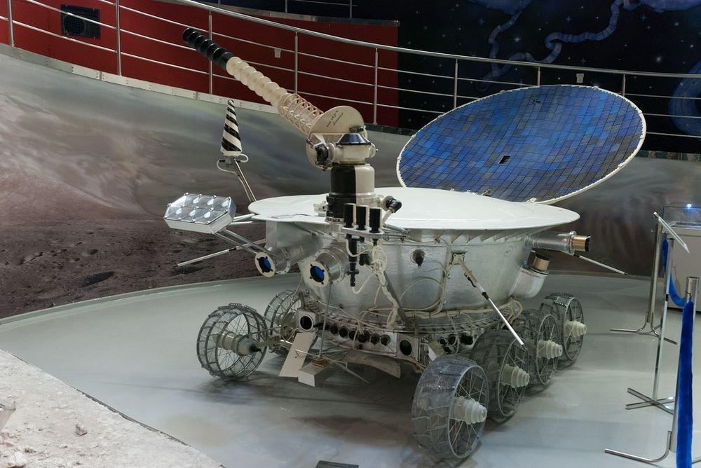Mô hình xe tự hành thám hiểm Mặt trăng Lunokhod. Ảnh: Flickr.