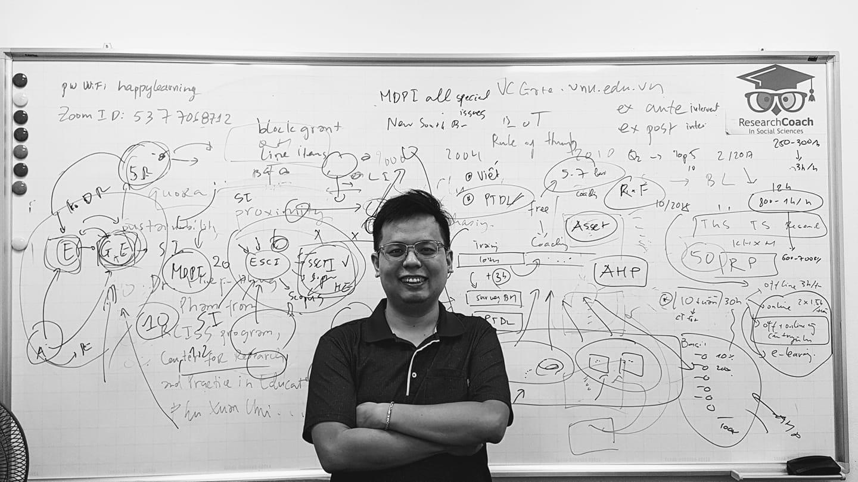 """TS Phạm Hiệp, người khởi xướng chương trình """"huấn luyện nghiên cứu"""" Research Coach. Ảnh: NVCC"""