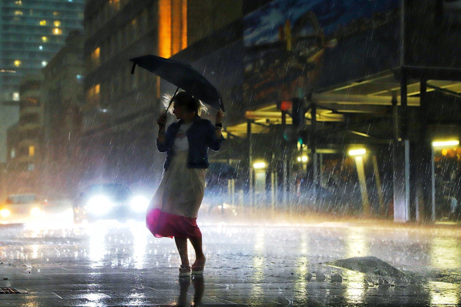Nước mưa cũng có thể trở thành một nguồn cấp điện hiệu quả. Ảnh: Cesare Fel/EyeEm/Getty Images.