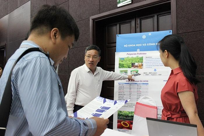 Một số nhà khoa học và các công ty ở khu vực Nam Trung Bộ đang tìm hiểu và trao đổi thông tin với cán bộ VKIST về hoạt động của VKIST. Ảnh: Bảo Như