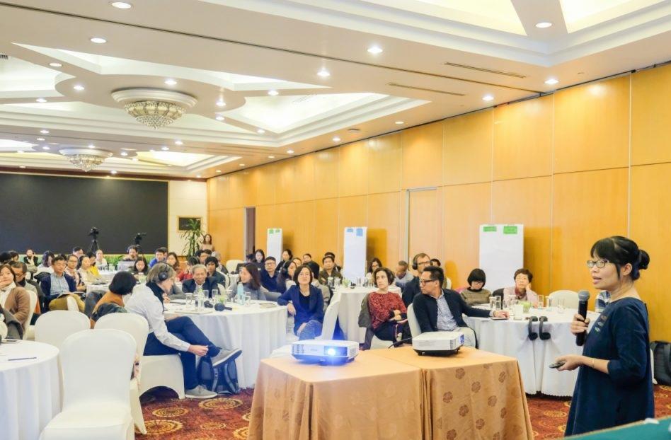 """Chị Đỗ Vân Nguyệt (bên phải) trong buổi hội thảo """"Chất lượng không khí Hà Nội: Hợp tác 2020 và những năm tiếp theo"""" tháng 1/2020."""