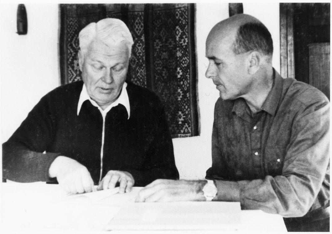 Reimar Horten (trái) và Jan Scott (phải) trong một bức hình chụp tại Argentina hồi thập niên 1980. Nguồn: Lưu trữ của Bảo tàng Hàng không Vũ trụ Quốc gia Hoa Kỳ.