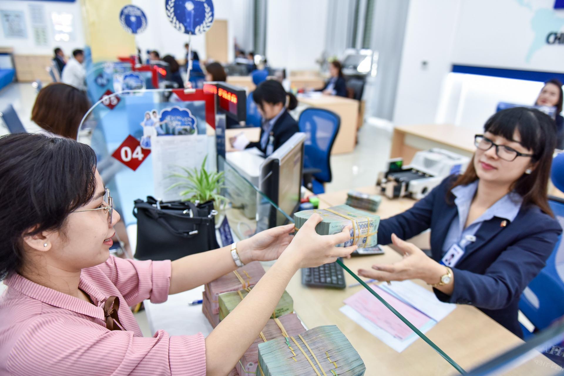 Ngân hàng Nhà nước Việt Nam vừa tung gói tín dụng 285.000 tỷ VNĐ để đối phó với COVID-19. Ảnh: Zing.