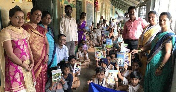 Nhờ vào sự đóng góp của người dân, 40 tủ sách đã được xây dựng ở các vùng nông thôn Ấn Độ.