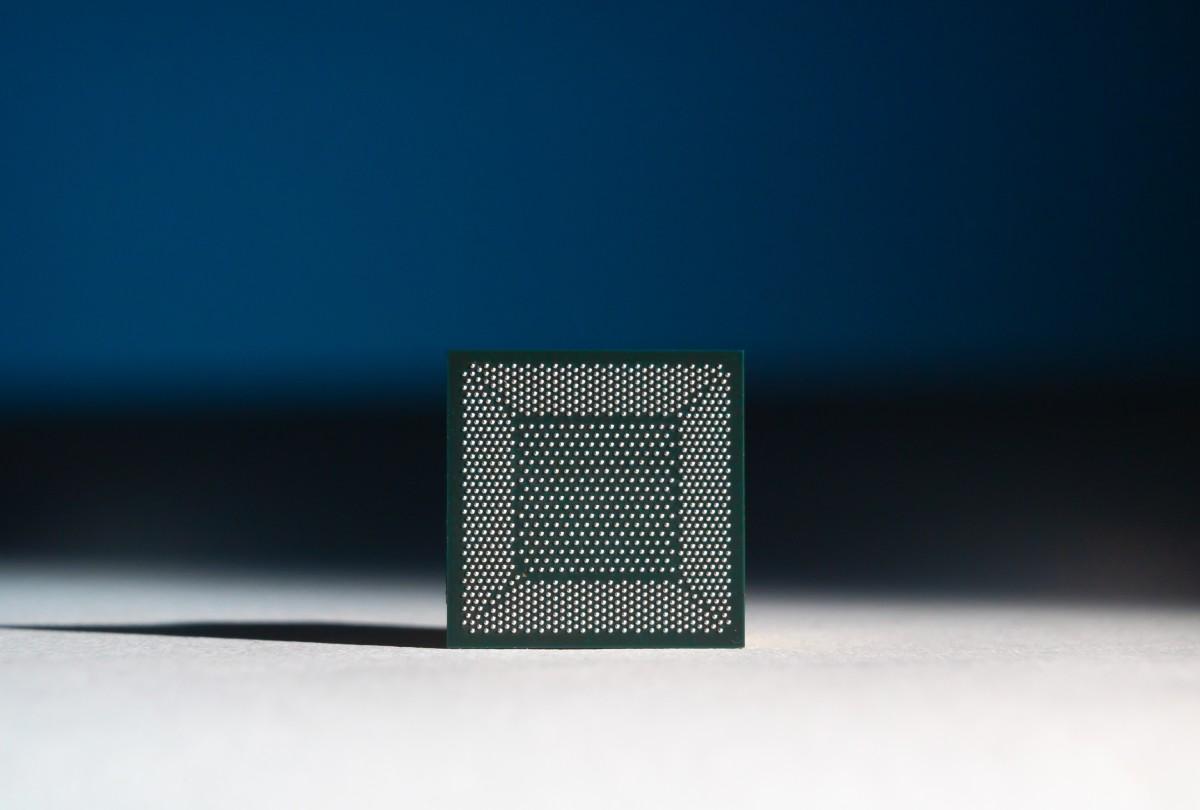 Loihi, con chip hình thái học thần kinh do Intel phát triển. Ảnh: Walden Kirsch/Intel Corporation