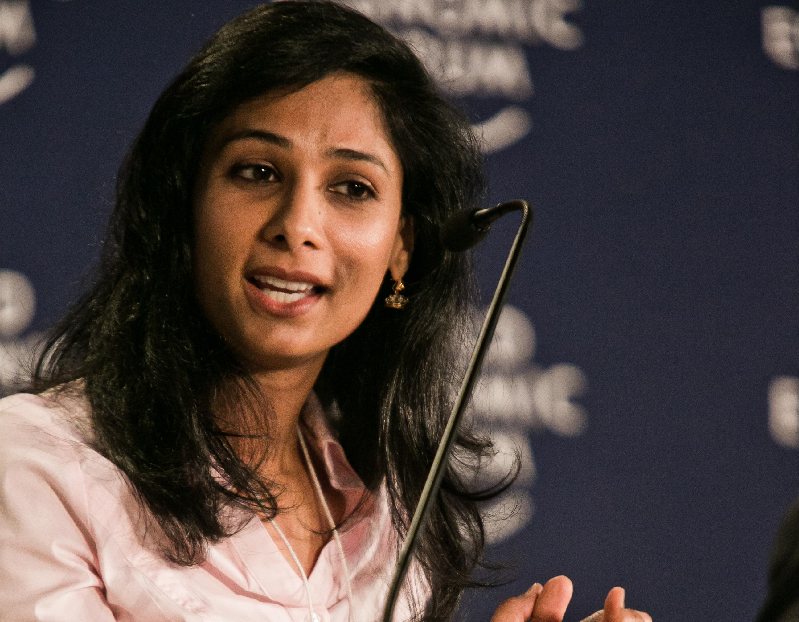 Gita Gopinath hiện là Cố vấn kinh tế, Giám đốc của Phòng nghiên cứu tại Quỹ tiền tệ Quốc tế (IMF) và là đồng biên tập của tạp chí nghiên cứu kinh tế uy tín Handbook of International Economics. Gopinath cũng là giáo sư nghiên cứu quốc tế và kinh tế học John Zwaanstra của khoa kinh tế, Đại học Harvard (Mỹ) và có thời gian làm việc dưới tư cách  thành viên Nhóm tư vấn cao cấp về các vấn đề G-20 cho Bộ Tài chính Ấn Độ.