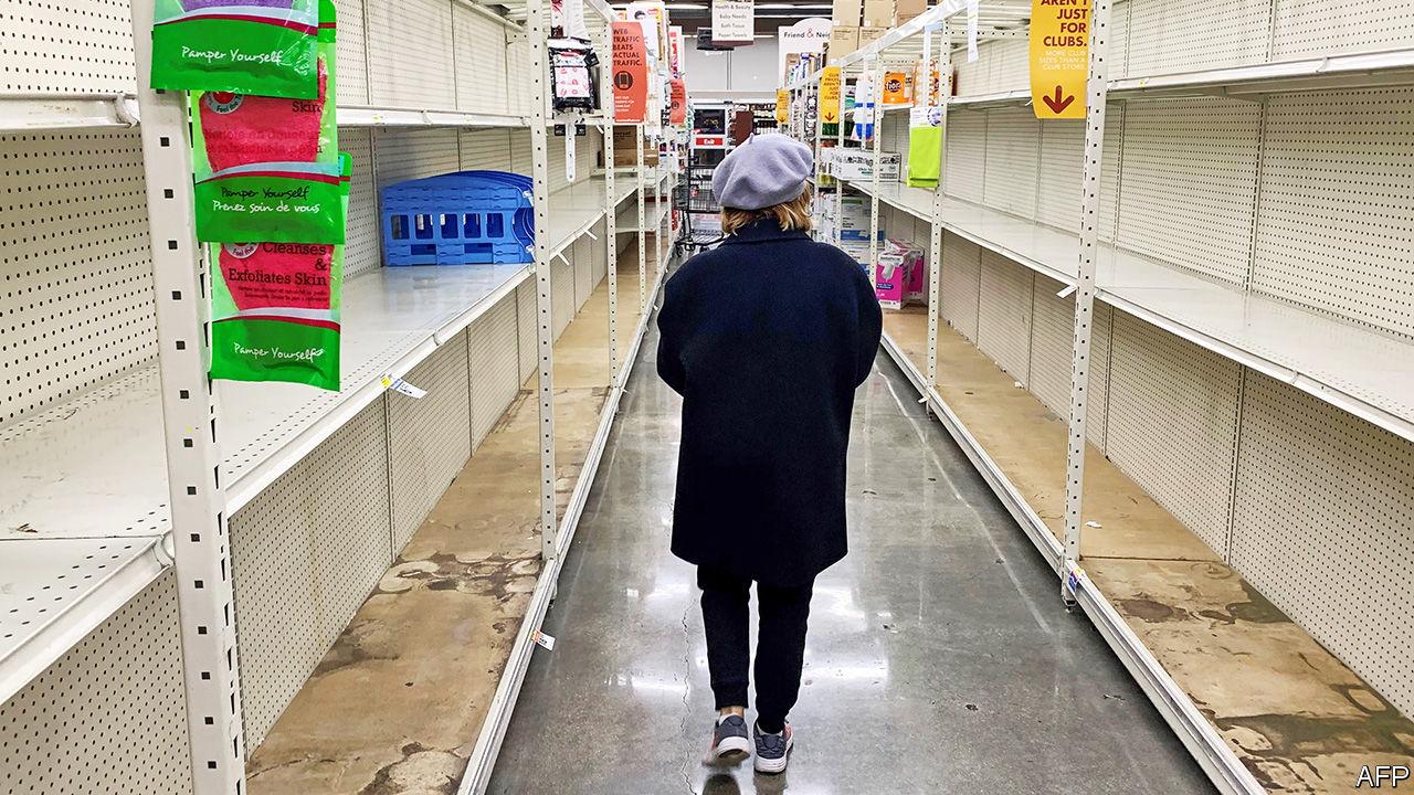 Kệ hàng trống rỗng trong siêu thị do người dân sợ hãi Covid-19 và tích trữ hàng hóa. Ảnh: AFP/ The Economist.