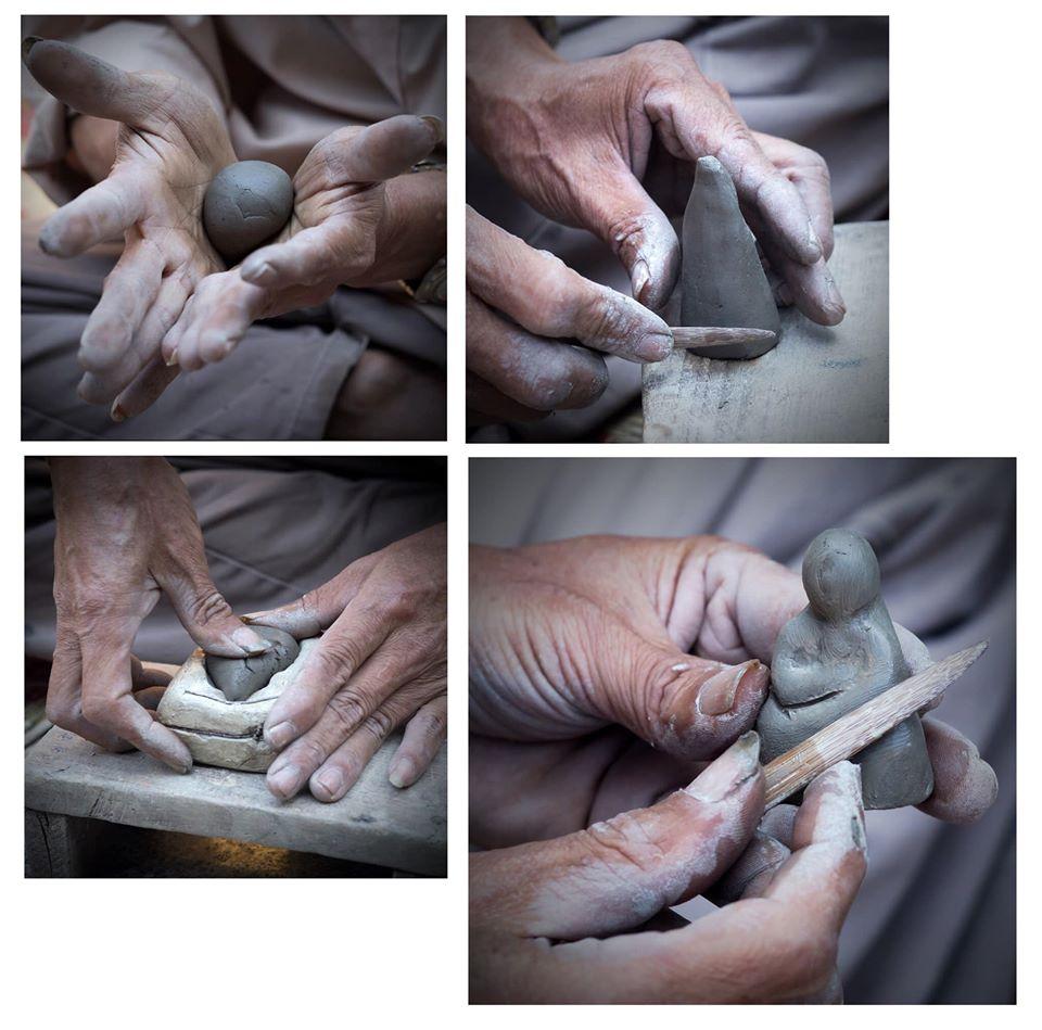 Người nghệ nhân tạo hình các ông phỗng, rồi đem phơi khô khoảng 2 đến 3 nắng. Ảnh: Phỗng Đất làng Hồ.