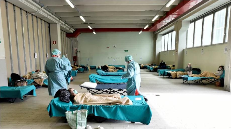 Lực lượng y tế chăm sóc bệnh nhân mắc Covid-19 tại một cơ sở y tế ở Italia. Nguồn ảnh: Reuters.