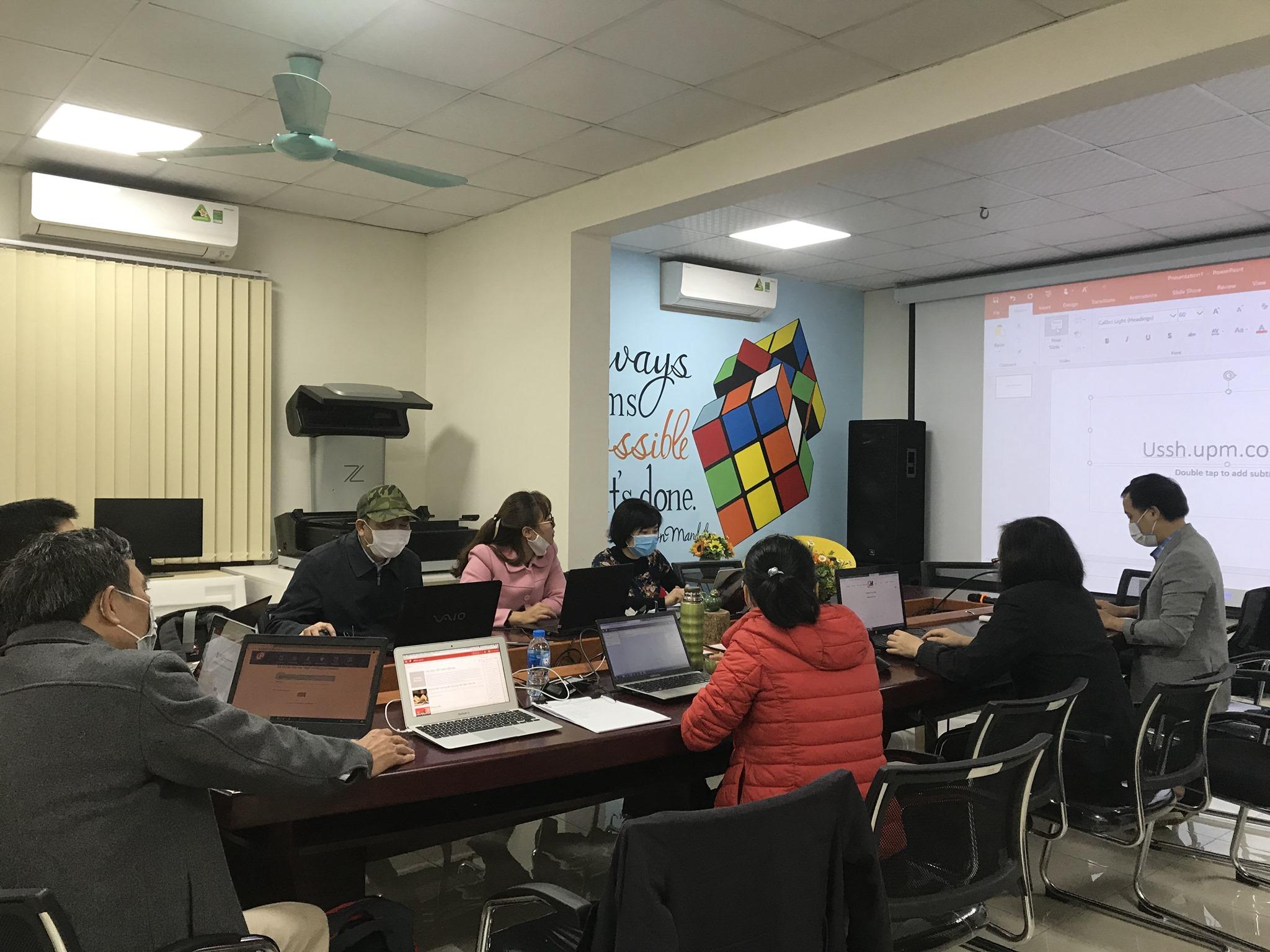 Buổi tập huấn giảng dạy trực tuyến của Khoa Việt Nam học và tiếng Việt. Ảnh: Lê Thị Thanh Tâm