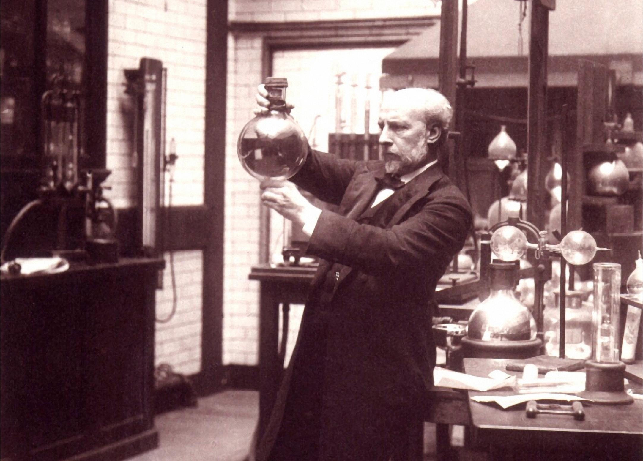 James Dewar trong phòng thí nghiệm. Ảnh: National Portrait Gallery.