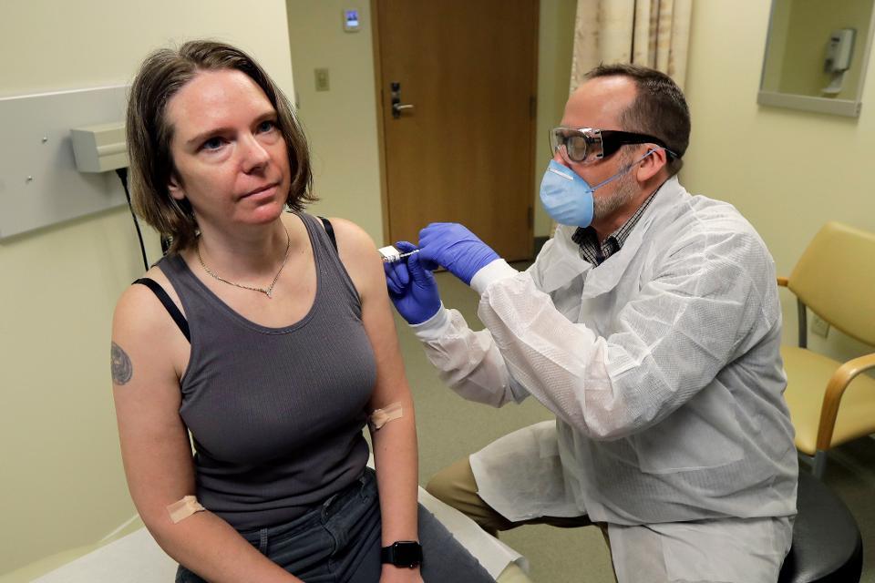 Jennifer Haller, người đầu tiên tiêm thử nghiệm vaccine Covid-19. Ảnh: AP.