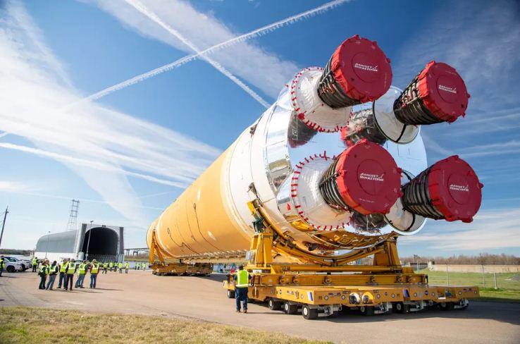 Hệ thống phóng SLS đang trong quá trình hoàn thiện. Ảnh: NASA.