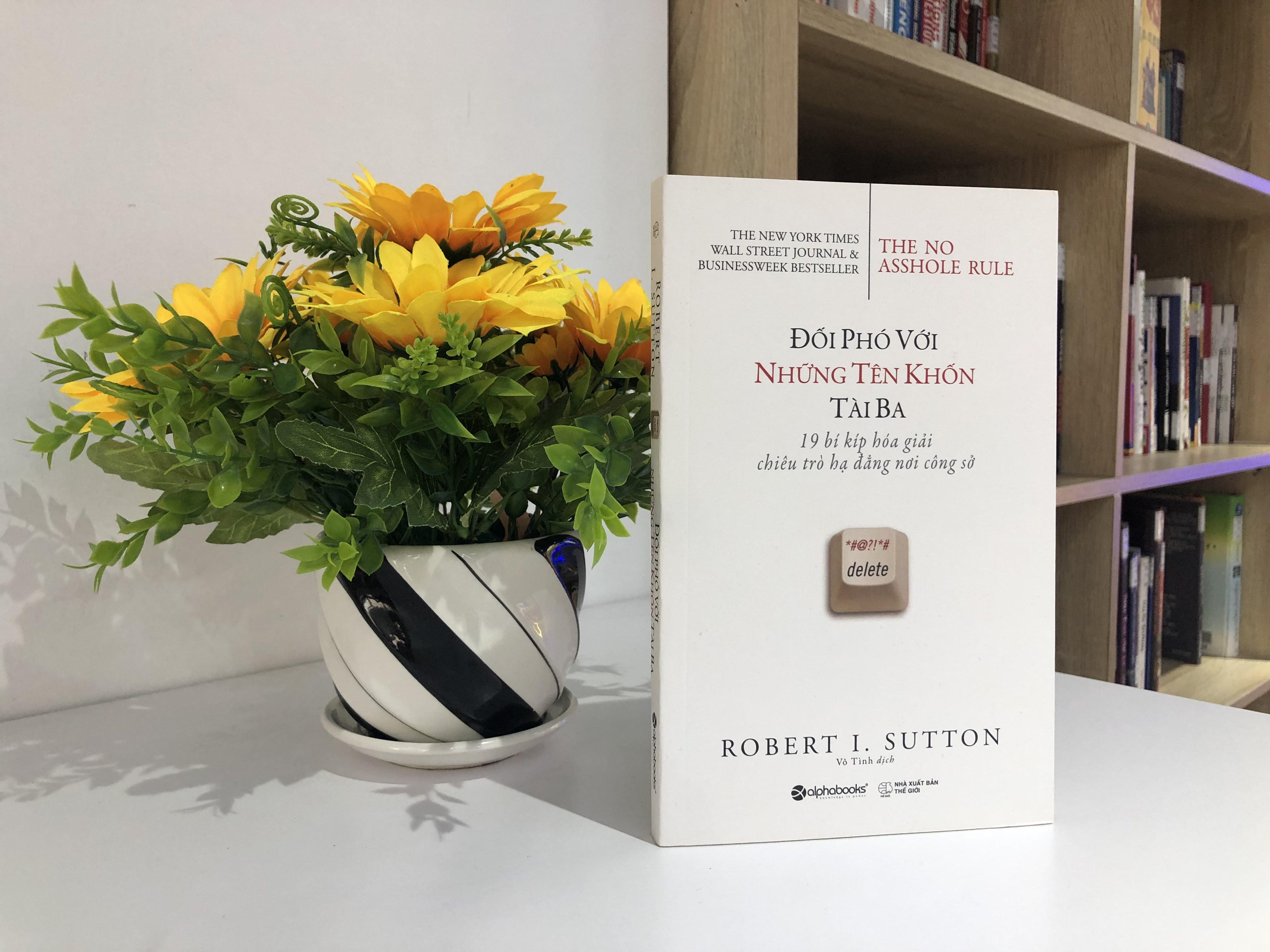 Cuốn sách được bình chọn 'Bán chạy nhất' bởi The New York Times, Wall Street Journal và BusinessWeek.