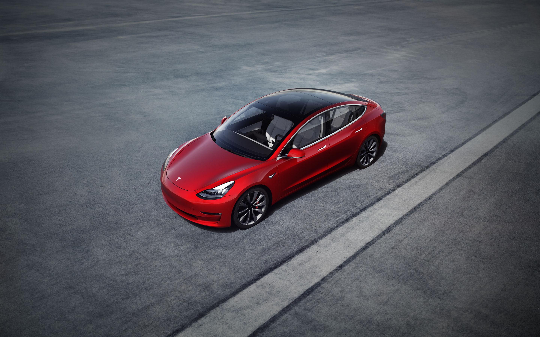 Mẫu Model 3 của Tesla hiện cũng mới chỉ đạt công suất sạc tối đa 250 kilowatts. Ảnh: Tesla.