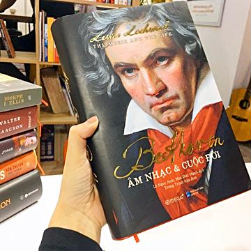 Beethoven: Âm nhạc & Cuộc đời (Lewis Lockwood) dày hơn 700 trang là ấn phẩm kỷ niệm 250 năm ngày sinh của Beethoven. Bản tiếng Việt do Lê Ngọc Anh, Mai Đức Hạnh dịch; Trang Trịnh hiệu đính.