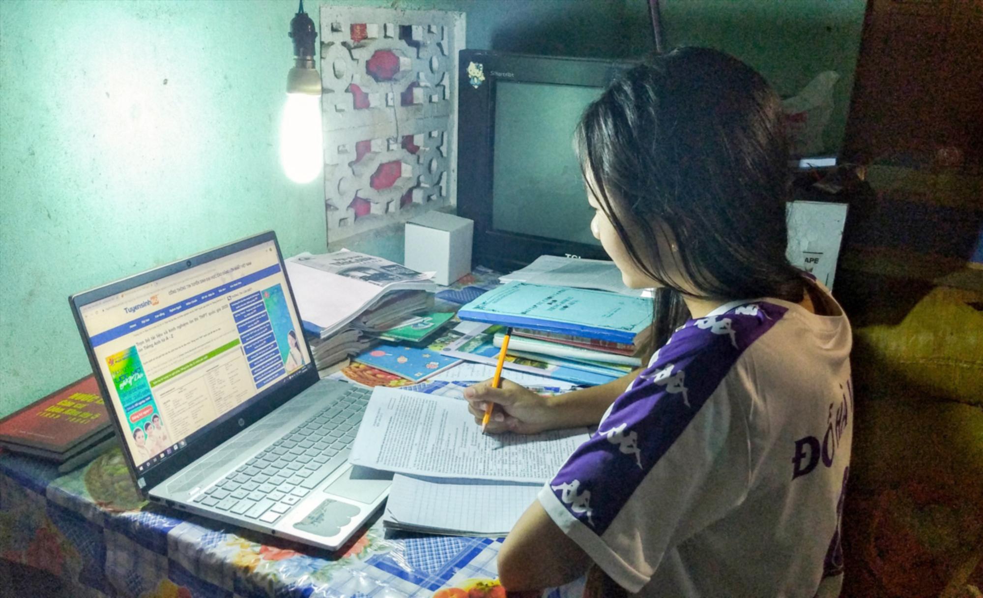 Internet cho phép việc tiếp cận công bằng với giáo dục trở nên dễ dàng hơn bao giờ hết. Ảnh minh họa: baoquangnam.vn