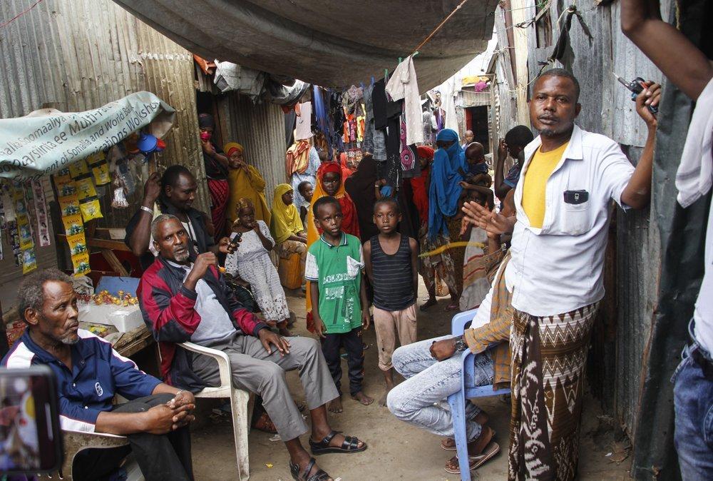 Người dân Somalia sống trong trại Sayidka thuộc thủ đô Mogadishu. Ảnh: AP