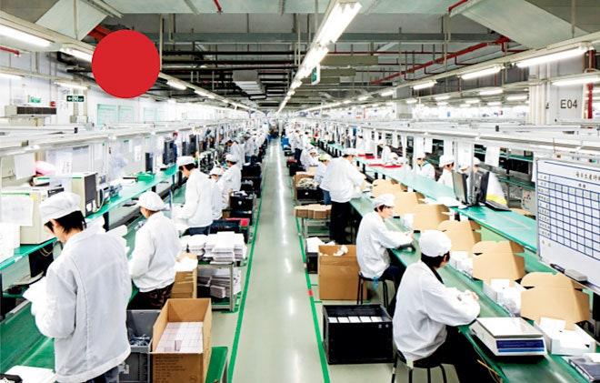 Nhà máy của Foxconn tại Thành phố Công nghiệp Long Hoa, Thẩm Quyến, Trung Quốc, nơi đang sử dụng hơn 1 triệu lao động, cung cấp hàng chục triệu chiếc iPhone theo đơn đặt hàng của Apple. Ảnh: The Observer.