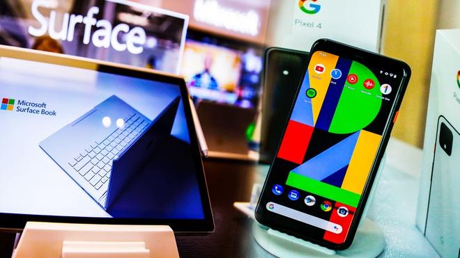 Cả Google và Microsoft đang cân nhắc chuyển nhà máy sản xuất điện thoại, laptop, tablet và các thiết bị thông minh từ Trung Quốc sang Việt Nam. Ảnh: Reuters.