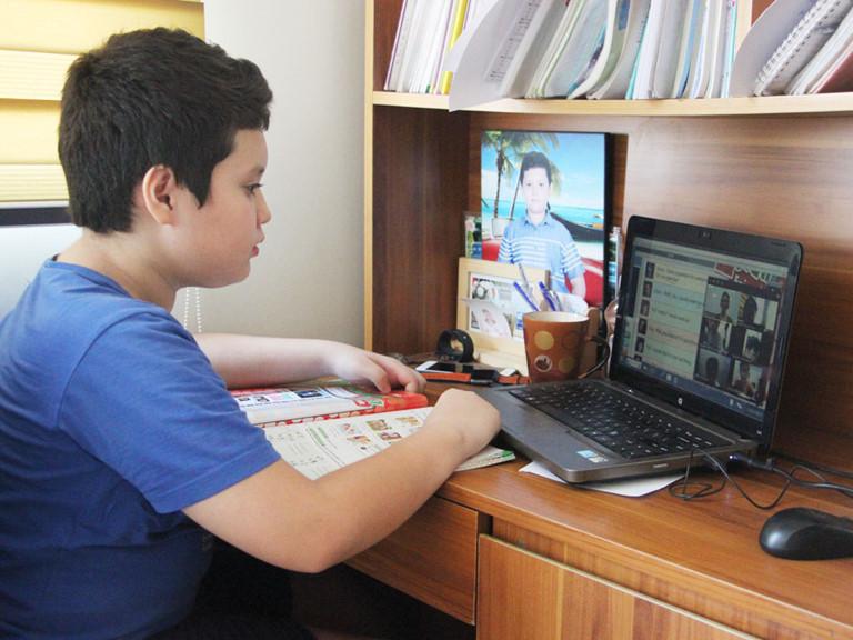 Do yêu cầu giãn cách xã hội trong mùa dịch COVID-19, nhu cầu học trực tuyến tăng cao. Nhiều người đã tìm đến những ứng dụng hỗ trợ gọi video nhóm miễn phí.