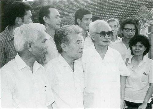 Thủ tướng Phạm Văn Đồng gặp gỡ và làm việc với giáo sư Tạ Quang Bửu, giáo sư Hoàng Tụy cùng một số nhà khoa học máy tính.