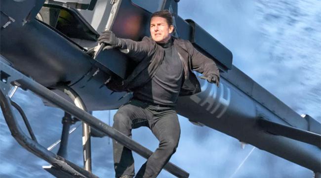 Tom thực hiện một màn hành động nguy hiểm trong phần 6 của Mission: Impossible Fallout. Ảnh: Paramount Pictures.