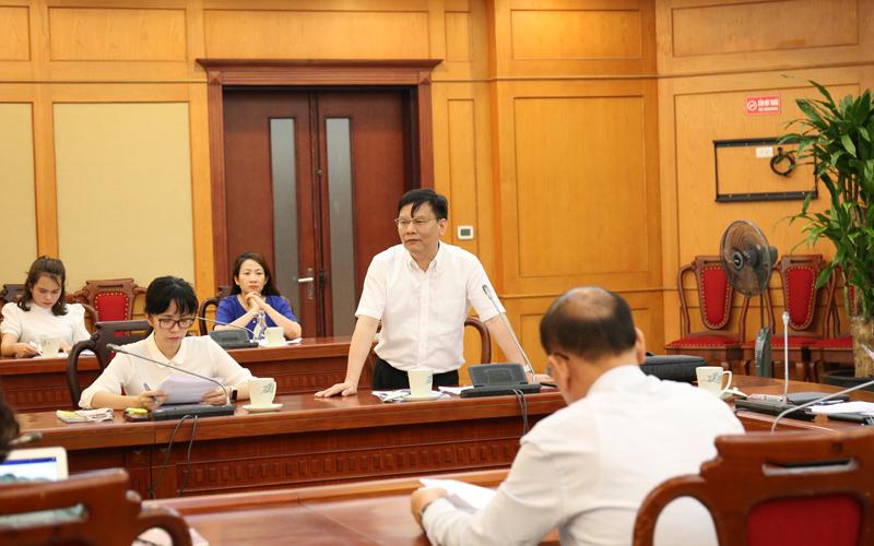 Ông Trần Văn Nghĩa trình bày về đề cương và kế hoạch triển khai đề án. Ảnh: NV