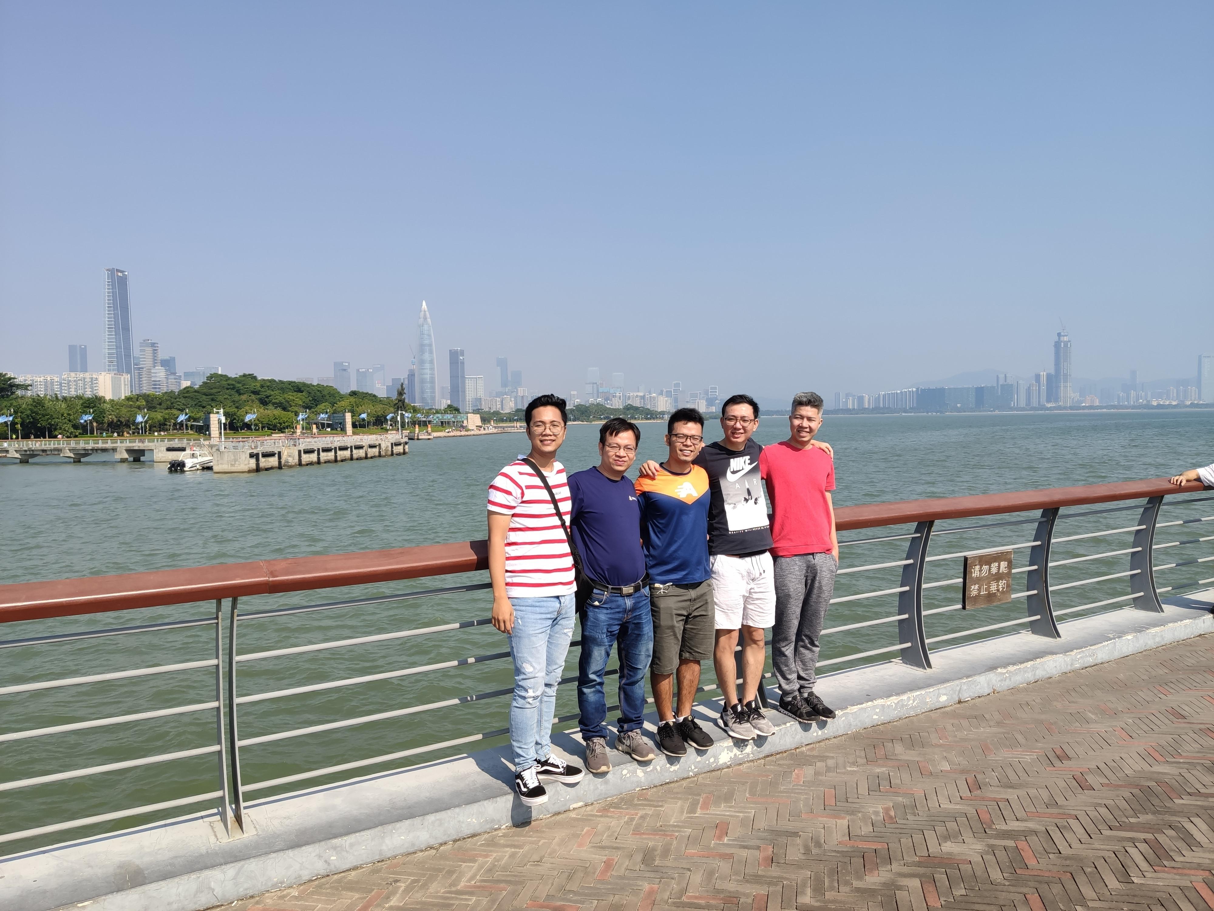 Đội ngũ của Ahamove – Startup giao hàng của Việt Nam tại Thượng Hải, Trung Quốc.