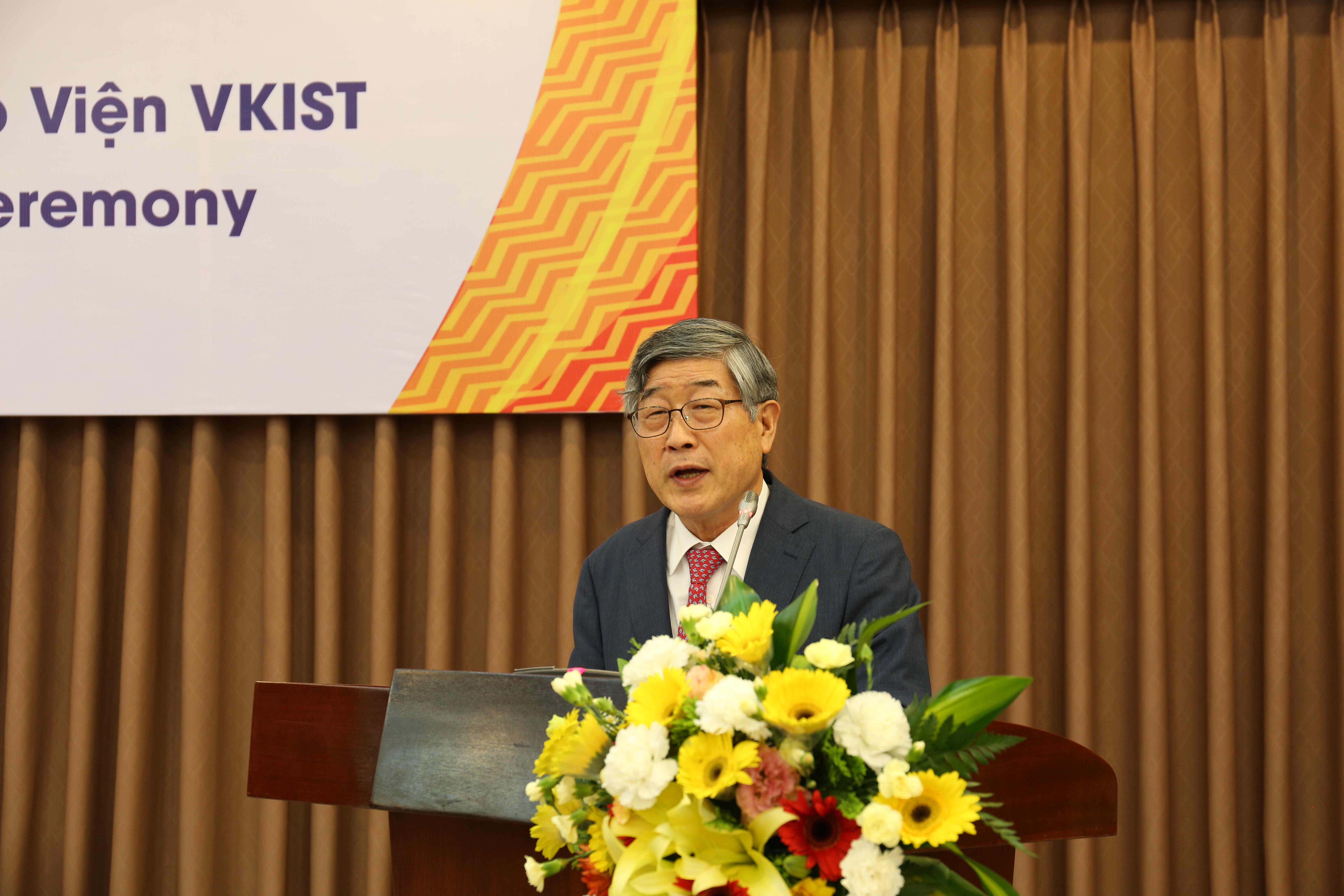 TS Kum Dong Hwa phát biểu tại buổi gặp mặt.