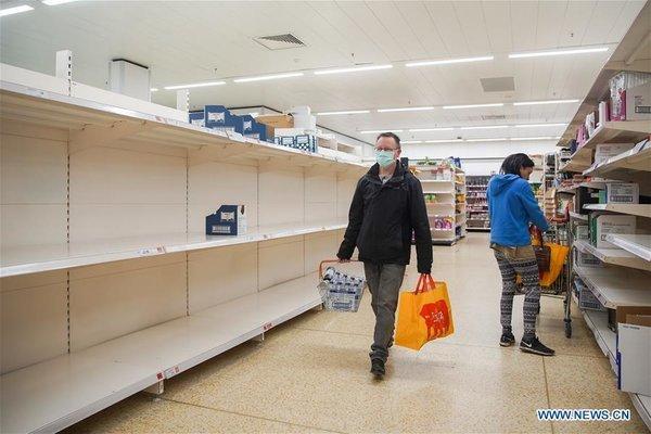Hình ảnh người dân đi vét siêu thị tại các nước. Ảnh: Quora.com.