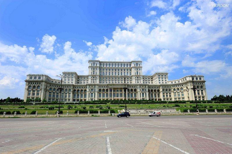 Cung Nghị viện Romania, tòa nhà Quốc hội lớn nhất thế giới. Ảnh: Flickr.
