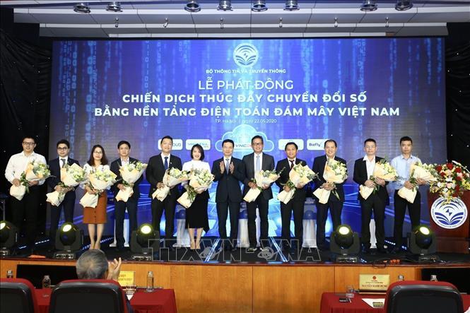 11 doanh nghiệp điện toán đám mây Việt Nam đã công bố cam kết tham gia chiến dịch giảm giá 20% cho tất cả khách hàng đăng ký mới dịch vụ điện toán đám mây Việt Nam trong thời gian 2 tháng (từ 22/5-22/7) để kích cầu thị trường.