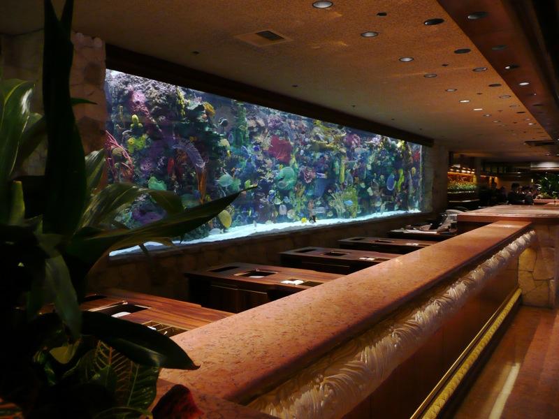 Thủy cung tại sảnh khách sạn Mirage ở Las Vegas. Ảnh: Thierry/Flickr via Wikimedia Commons.