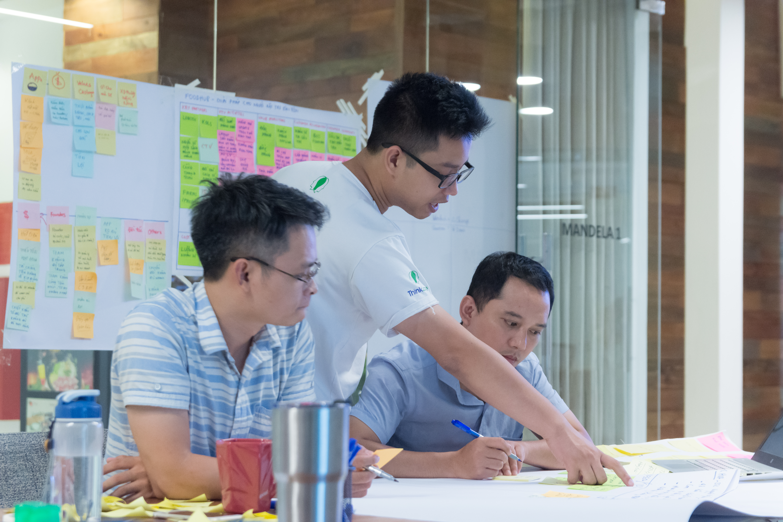Founder Nguyễn Xuân Vinh và bộ phận R&D của FoodHub.