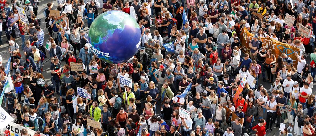 Hàng nghìn người tham gia biểu tình về khí hậu năm 2019   Ảnh: Reuters