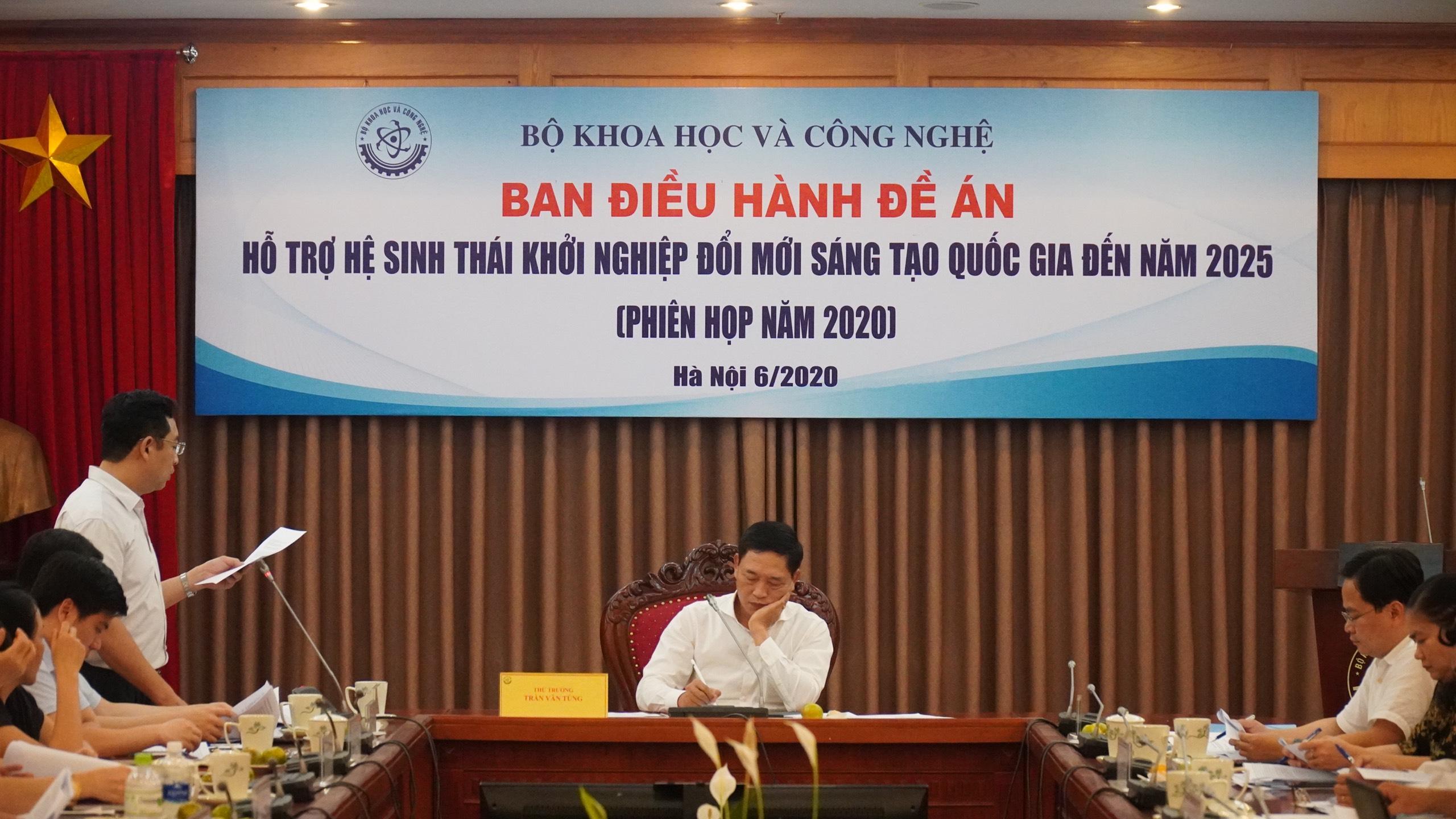 Anh Phạm Nam báo cáo kết quả hoạt động 2019 và phương hướng 2020. Ảnh: MinH Công