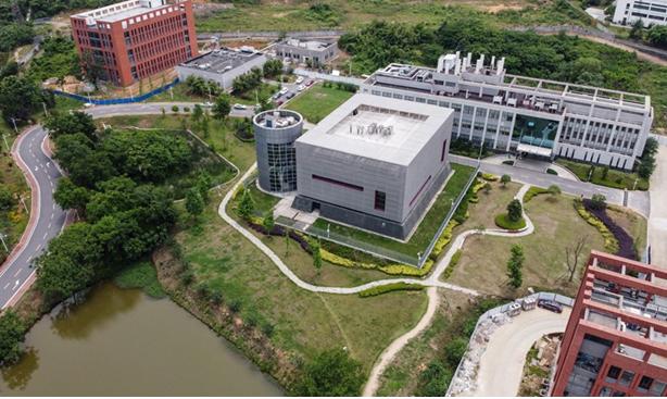 Viện Virus học Vũ Hán ở Trung Quốc vẫn là trung tâm của mọi nghi ngờ. Ảnh: Hector Retamal/AFP/Getty.