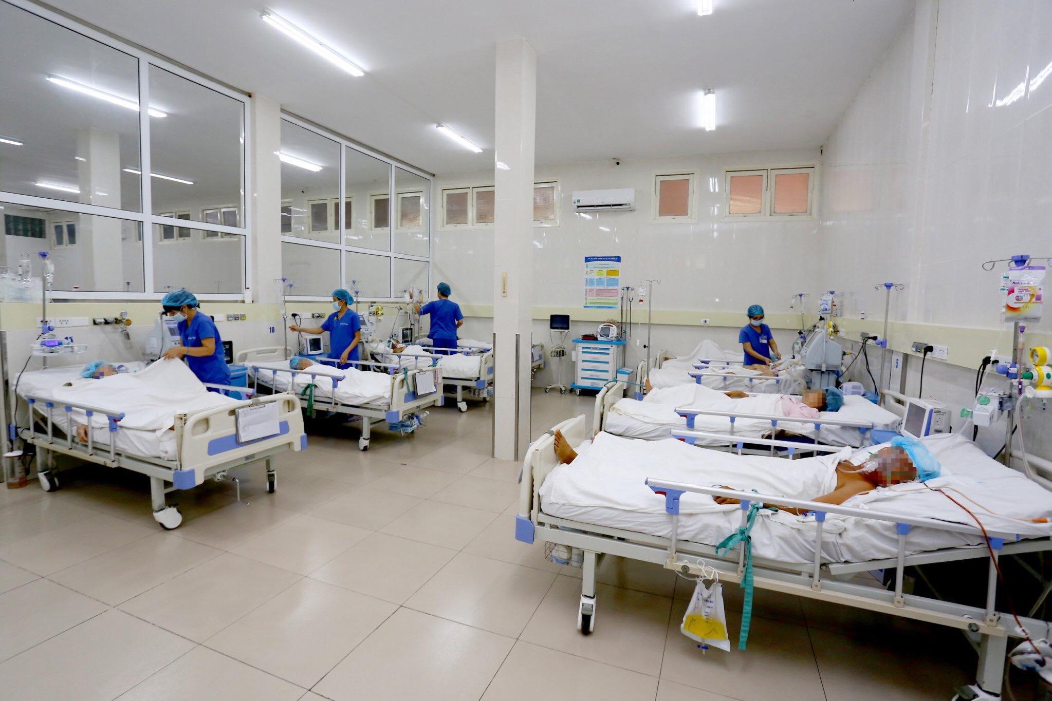 Bệnh nhân đột quỵ được các y bác sĩ ở Bệnh viện TW Huế cấp cứu và chăm sóc đặc biệt. Mỗi năm, trung tâm tiếp nhận trên 2.500 bệnh nhân. | Ảnh: Bệnh viện TW Huế
