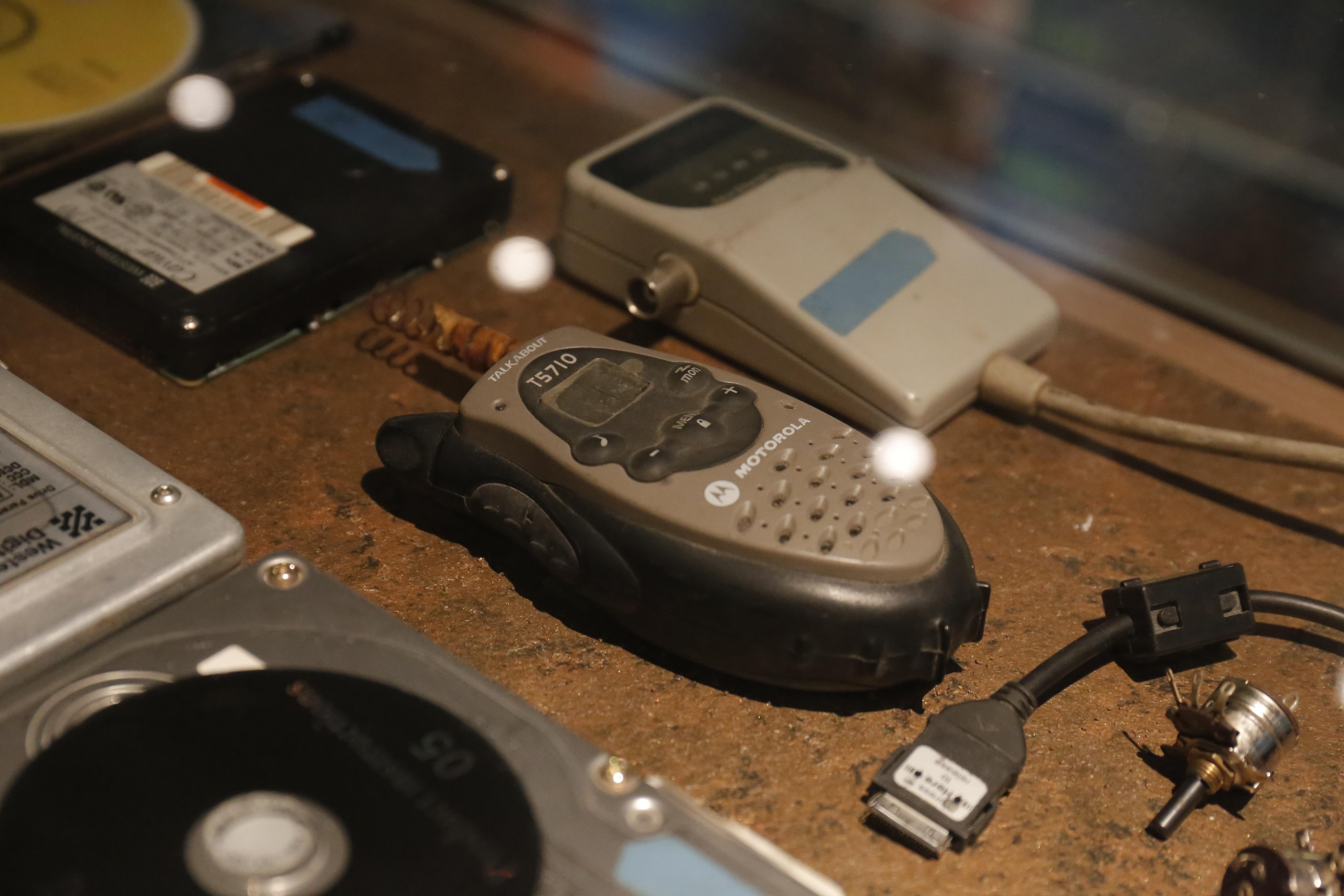 Một bộ đàm cuối những năm 1980 dùng để liên lạc.