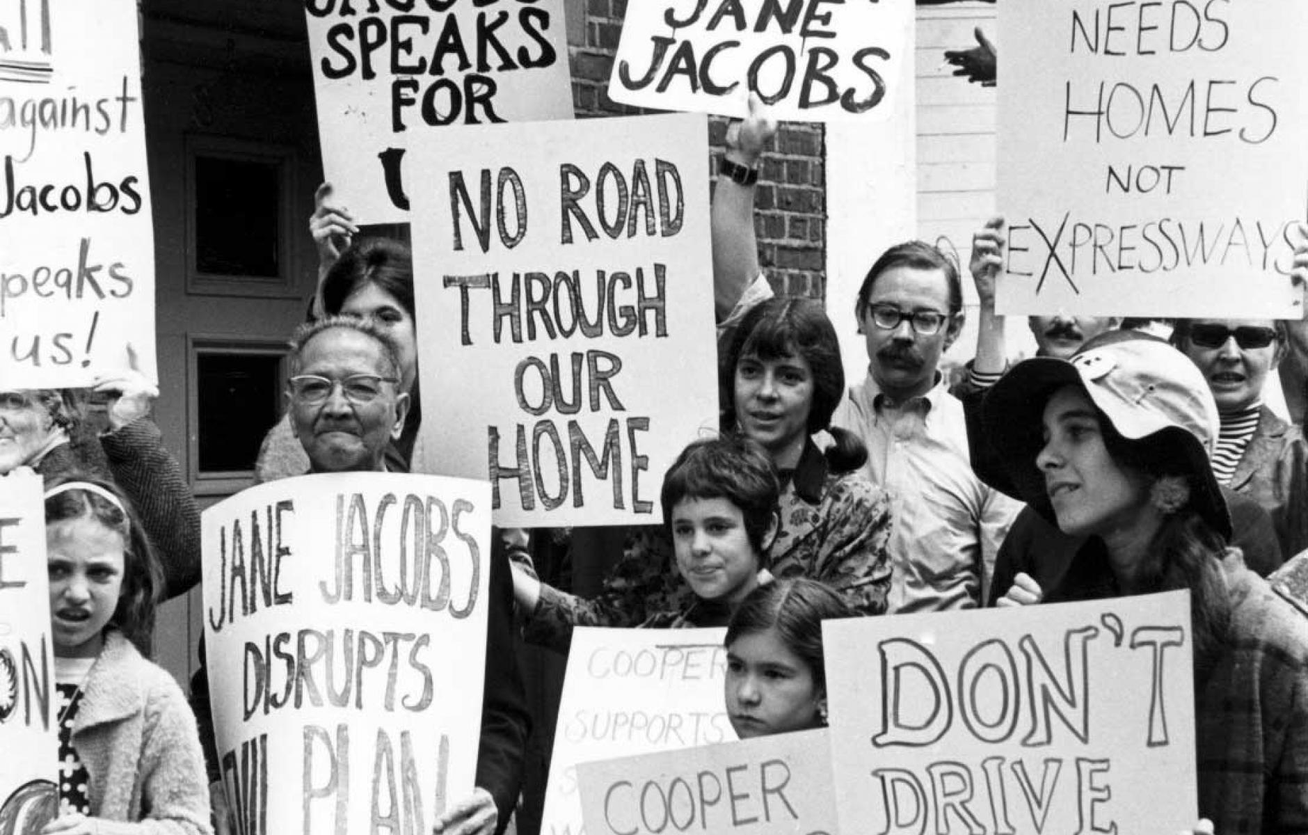 Những cuộc biểu tình do Jane Jacobs truyền cảm hứng, phản đối bất cập trong chính sách quy hoạch đô thị. Ảnh: Wikimedia Commons.