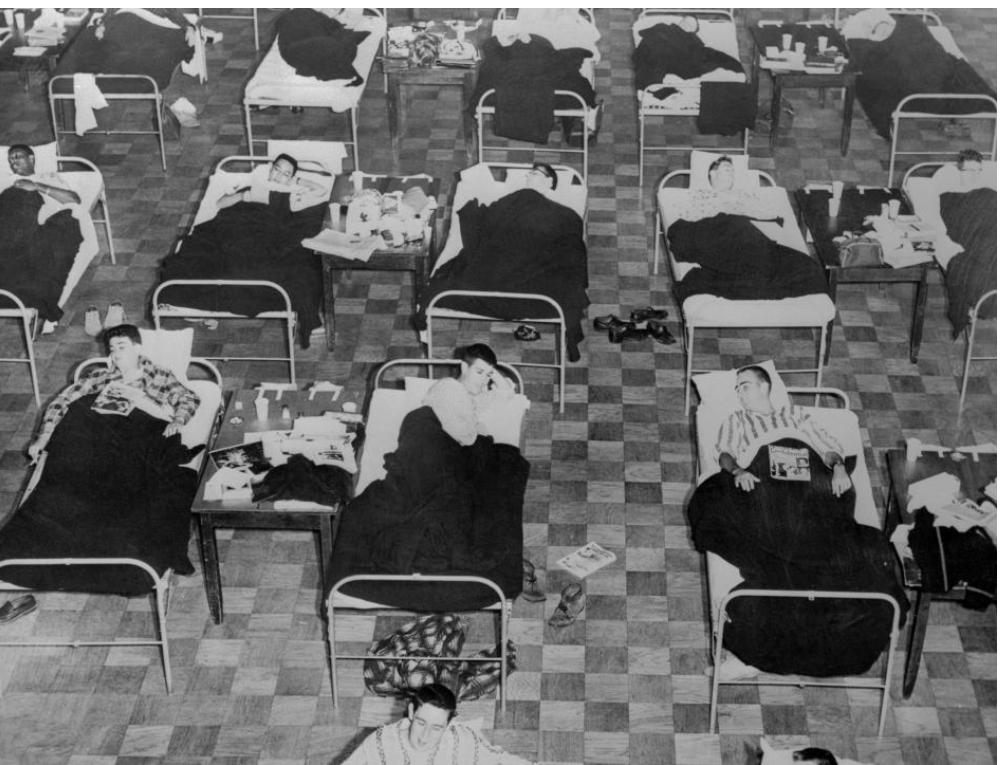 Học sinh bị bệnh cúm châu Á nằm trong bệnh viện dã chiến tạm thời được dựng tạm trong tòa nhà của hội sinh viên tại Đại học Massachusetts vào năm 1957. Hơn 100.000 người ở Hoa Kỳ đã chết vì virus này.