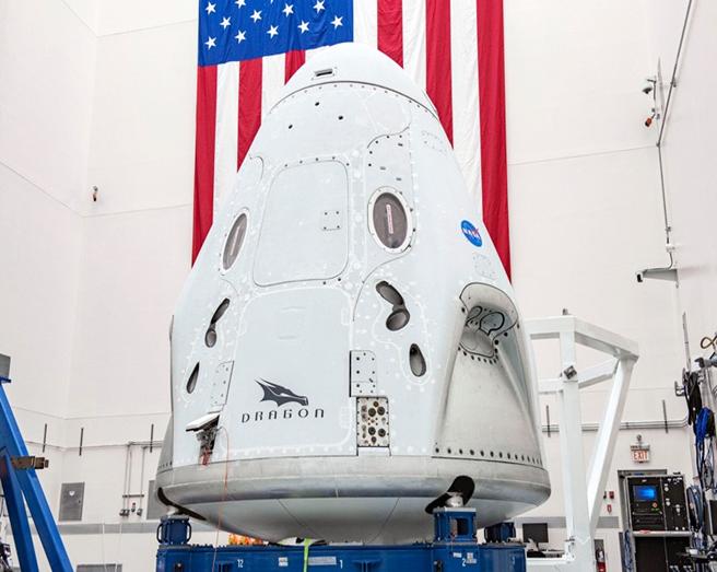 Chiếc tàu vũ trụ SpaceX Crew Dragon được phóng tới trạm Vũ Trụ Quốc Tế đặt trên tên lửa Falcon 9. Ảnh: SpaceX