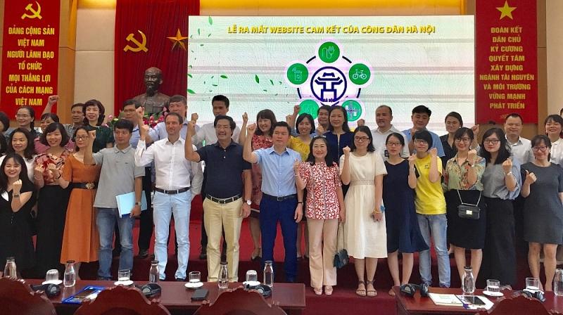 Những người đầu tiên khởi động website 'Cam kết của công dân Hà Nội' | Ảnh: